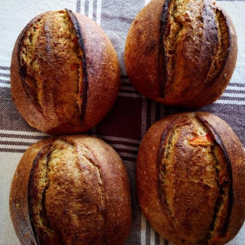 Pão integral, centeio integral, cenoura e mel