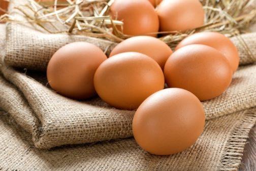 12 ovos caipiras de galinhas criadas soltas