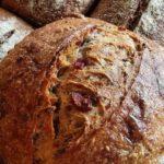 Pão com linguiça artesanal defumada
