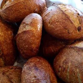 Pão rústico de azeitonas pretas