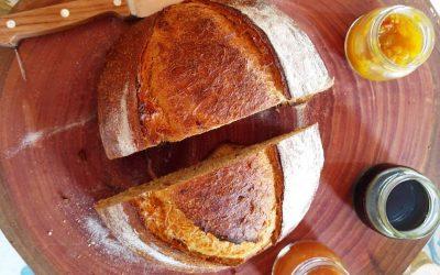 Pão de tomate e alho